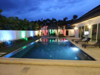 Modern pool villa in Kamala near the beach