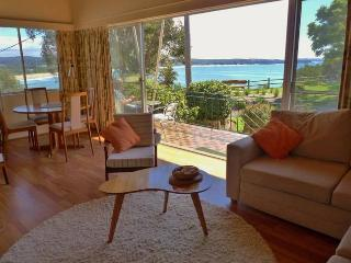 Clifftop- Beach,Ocean views/Relaxing Retro House/Close to Beach,Wharf,Food,coffe
