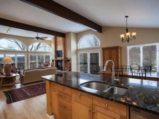 Mtn Views, Convenient to Vail & Beaver Creek, Beautifully Remodeled, Eagle Vail