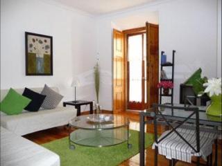 Chafariz de Alfama apartment in Alfama with WiFi & lift.