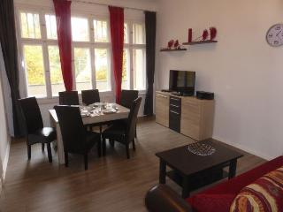 Dahlie Lichter apartment in Schöneberg {#has_luxu…, Dahlem