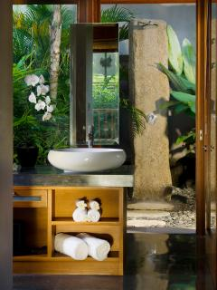 Puri Bawana - Master vanity