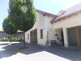 Vacation Apartment in Dachau - 387 sqft, modern, peaceful, comfortable (# 3505), Eisenhofen