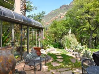 If you think Sedona is unique wait until you arrive at this Distinctive Artists Retreat/Home in beautiful Oak Creek Canyon