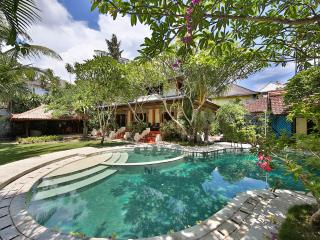 Private Villa at 200m from Seminyak Beach