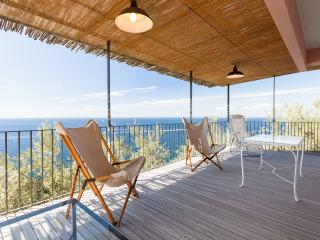 Casa Leyla bright apartment surrounded by the sea, Massa Lubrense