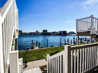 Beautiful bay views & shared pool - close to public tennis!, Ocean City