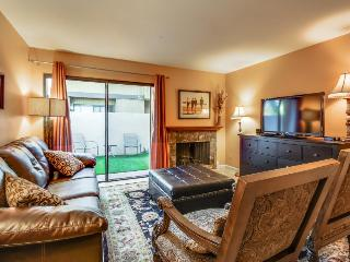 Family-friendly home, shared hot tub and pool, walk to Disneyland!