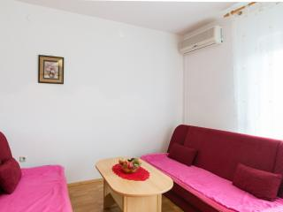 Apartment MIKI (16) only 800m from the sea, Valbandon