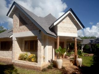 Two bedroom cottage 200 meters from the sea, Diani Beach