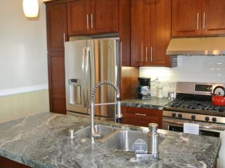 CHARMINGLY CLASSY AND SPACIOUS FURNISHED 2 BEDROOM 1.5 BATH APARTMENT, San Francisco
