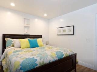 CHARMING 2 BEDROOM APARTMENT IN LOS ANGELES, West Hollywood