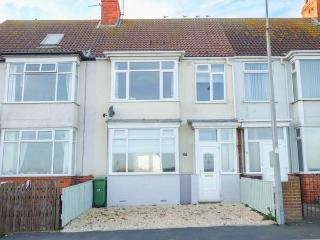 SEA VIEW HOUSE, beachfront location, WiFi, pet-friendly, in Hornsea, Ref 918016