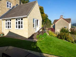 GARDEN VIEW, studio accommodation, hot tub, romantic retreat, in Nailsworth, Ref