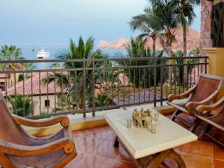 Luxury Condo on the beach at Hacienda walking distance to town, Cabo San Lucas