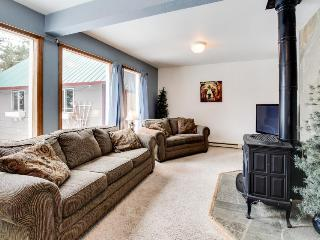 Dog-friendly, cozy, private retreat just one mile from Payette Lake & town!