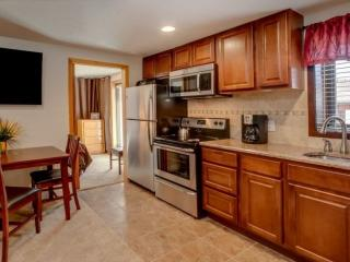 5 Star Luxury-Sleeps 4-Ski-in Right to the Back Door! Large Hot Tub just, Breckenridge
