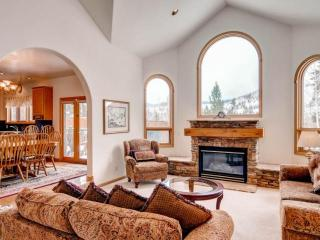 Fairview Manor:3500 sq ft of Open, Gracious Living, Gorgeous Views-Huge Windows on Free Shuttle Rt, Breckenridge