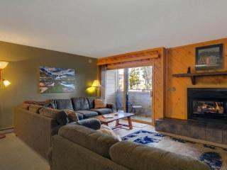 Sundowner II-VERY lrg 2 Bdrs Sleeps 8-150 yds from Main Street, Pool, & Lift!, Breckenridge