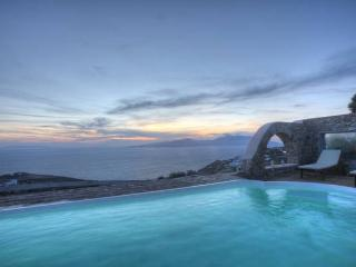 Sea View Villa with Pool in Myconos, Tourlos