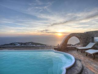 Sea View Villa with Pool in Myconos, Mykonos Town