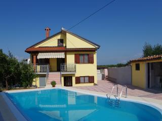 Holiday house Rosa with private pool, Vodnjan