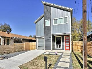 Brand New, Contemporary Austin House with Room for 10!