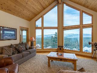 Charming Tahoe Donner Chalet in Truckee - Sleeps 11