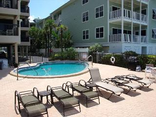 Relax by the Seashore in this Fabulous cottage styled condo by the sea, Indian Rocks Beach