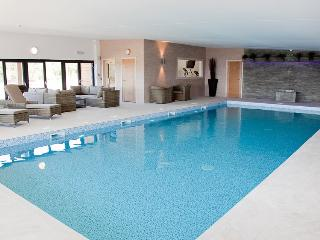 The Sedum Spa Pool - 15 min walk from property