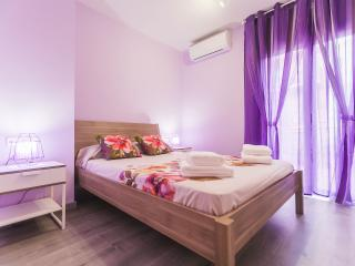 Beautiful 2 bedroom apt close to Pl. Cataluña, Barcelona