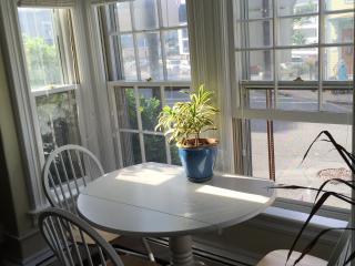 Charming one bedroom steps from the beach, Rockport
