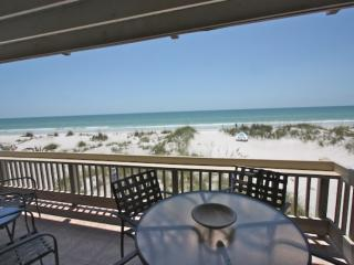 Beachfront Bliss, Free Wi-Fi & Cable, 3 TV's, Balcony Dining, Beach Chairs, BBQ,