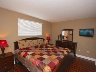 Master Bedroom with King Bed/Flat Screen Cable TV/Private Patio