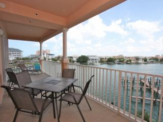 Pet Friendly, Waterfront, Big Balcony, Free Wi-Fi & Cable, Pool - 404 Harborview