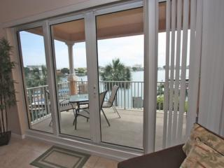 Pet friendly Waterfront, Watch Dolphins Play! Free WI-Fi & Cable, Pool, W/D – 20