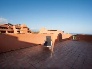 Espacioso apartamento, terraza, a/c, WiFi, piscina