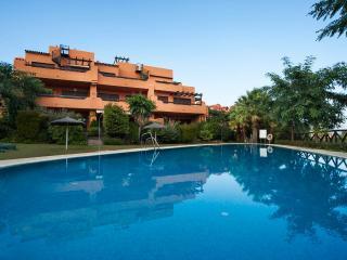 Espacioso apartamento, terraza, a/c, WiFi, piscina, Estepona