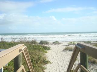 EASY PRIVATE ACCESS TO THE BEACH JUST A FEW STE