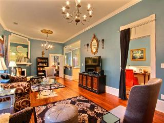 Brand New! Luxurious relaxation just steps from famous River Street!, Savannah