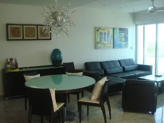 Bamboo Penthouse w private Jacuzzi, Playa del Carmen