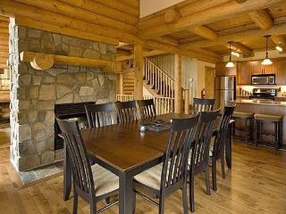 Mont Tremblant Blueberry Lake Incredible 5 Bedroom Chalet, Labelle