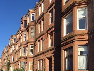 Sunny West End flat with WiFi, Glasgow