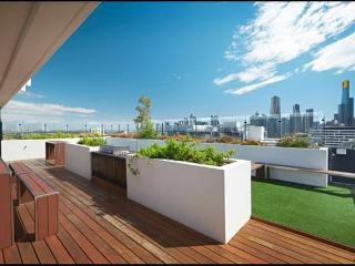 NEW CITY PAD - SLEEPS 4 - PARKING AND LOCATION!, South Melbourne