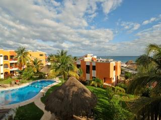 2 BR condo center location beach and pool puerto M, Puerto Morelos