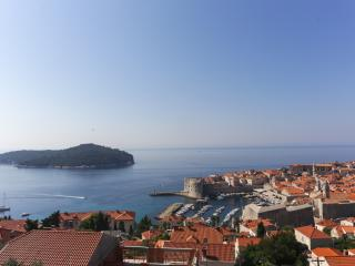 Apartments Isabora - Three-Bedroom Apartment with Balcony and Sea View (Second Floor), Dubrovnik