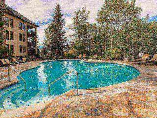 Ski In/Out, Walk to Village, Year Round Hot Tub, Seasonal Pool, Great for Couple