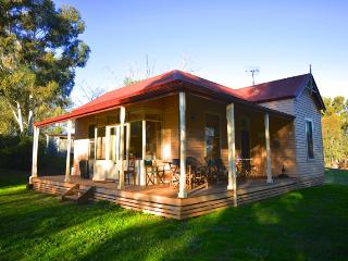 Baranduda Homestead Cottages - Lottie's Cottage, Wodonga