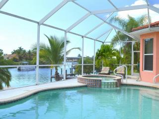 Villa Max - Gulf access, heated pool and spa, Cape Coral