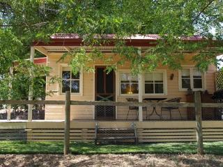 Baranduda Homestead Cottages - Saddle Hut, Wodonga